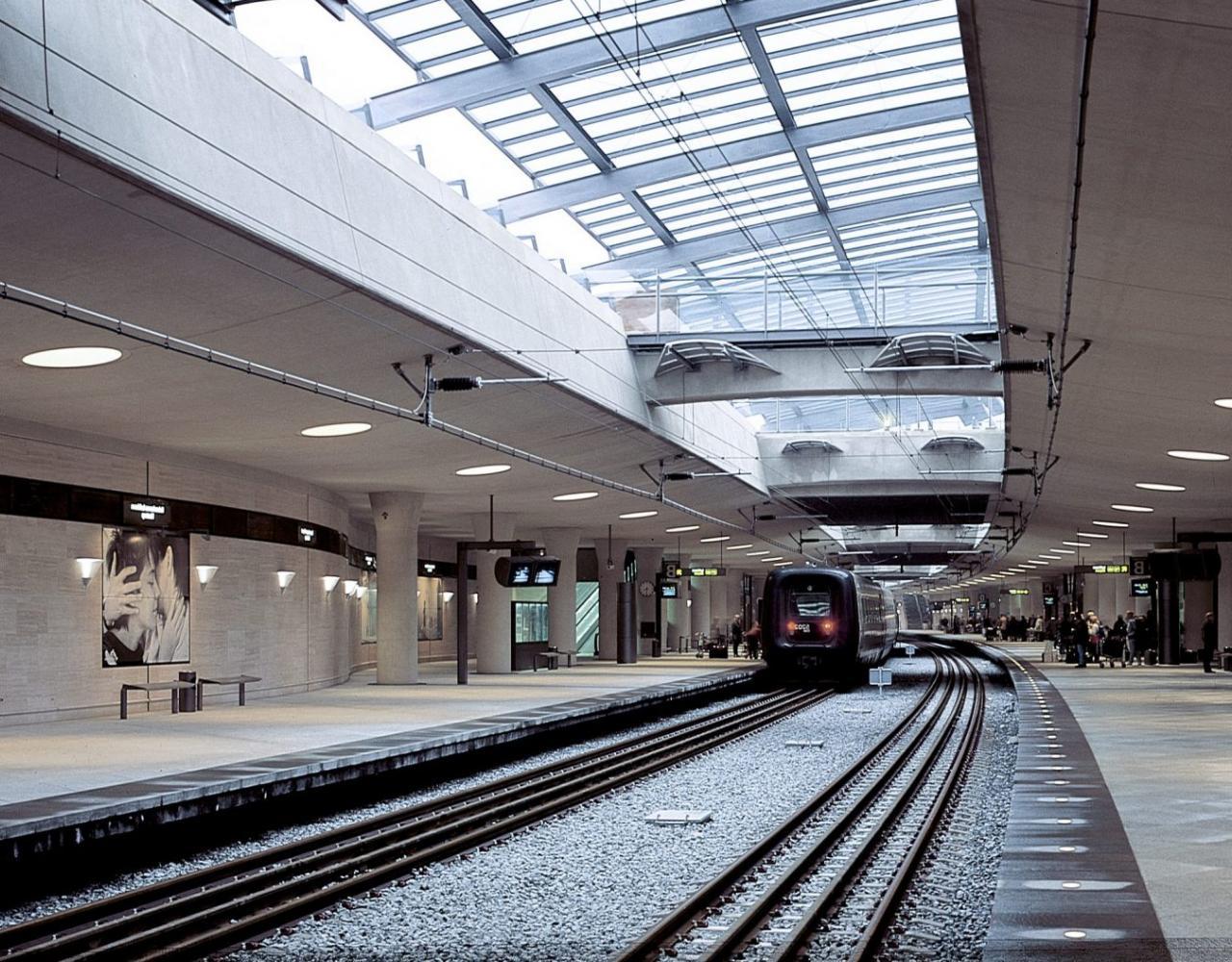 Lufthavn Station, Kastrup, Vilhelm Lauritzen