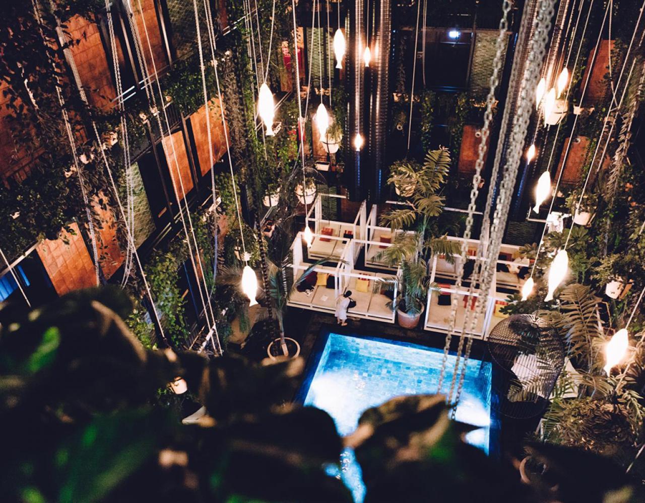 manon les suites pool
