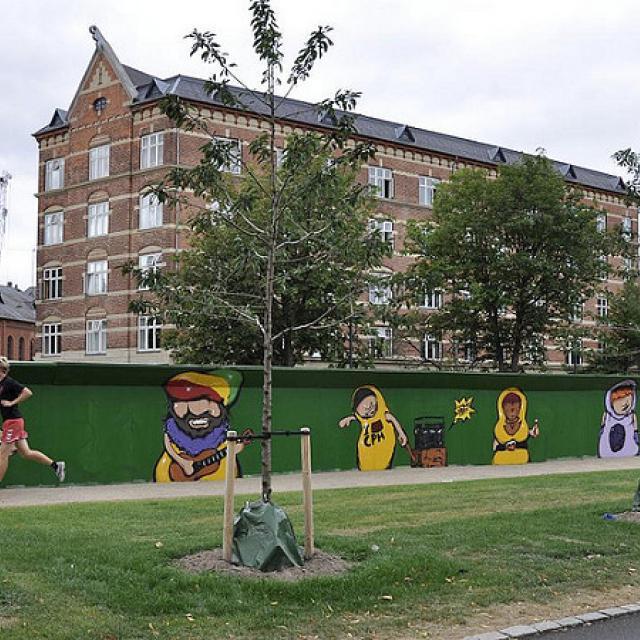 Byens Hegn, Nuuks Plads, 'Stereotypes' af Mads Vass, 2012