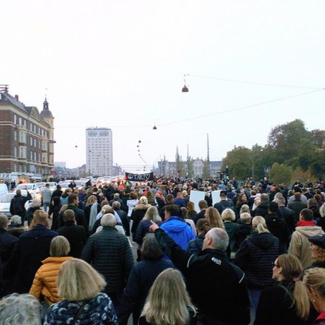Kim Larsen mindes i march over Langebro