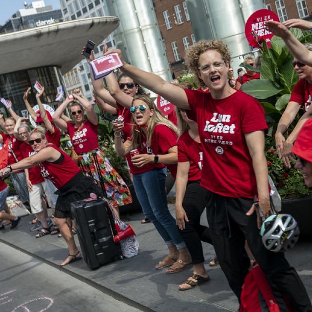Nurses strike for higher wages at Nørreport, Copenhagen