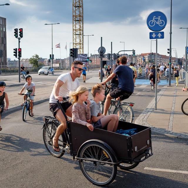 Cool dad on bike with 4 kids, Copenhagen, Denmark