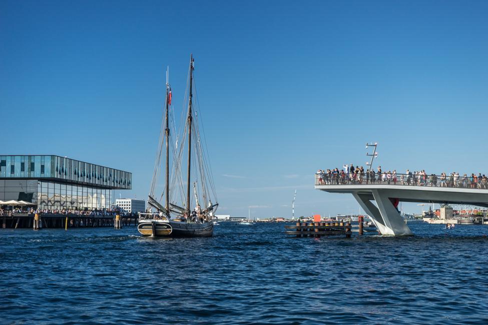 indhavnsbroen åben sejlbåd