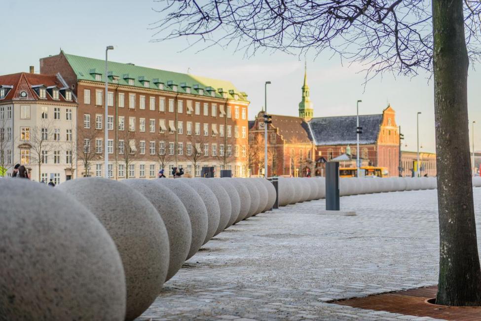 granitkugler terrorsikring christiansborgs slotsplads