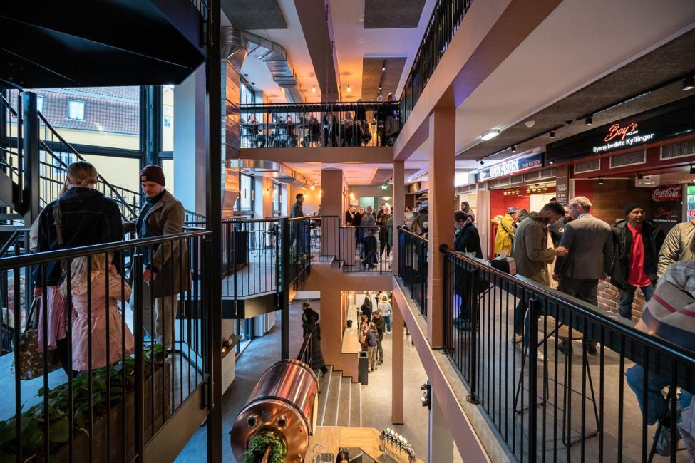 atrium boltens food court