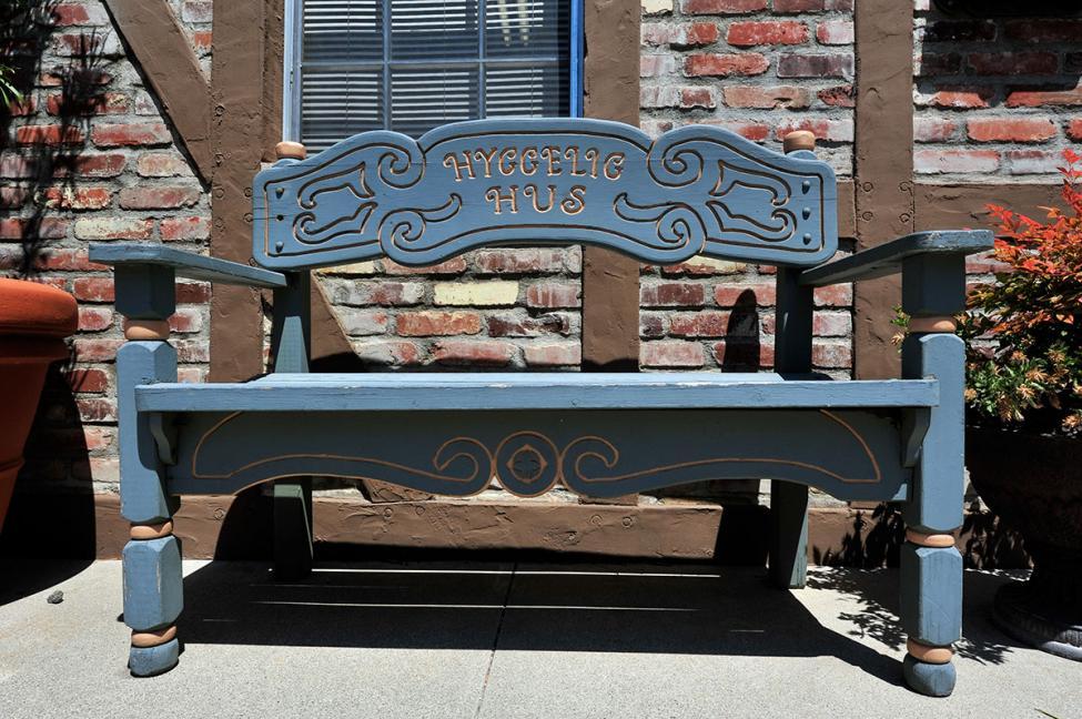 Solvang bench hygge