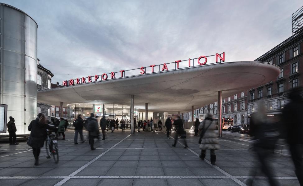 nørreport station neonskilt