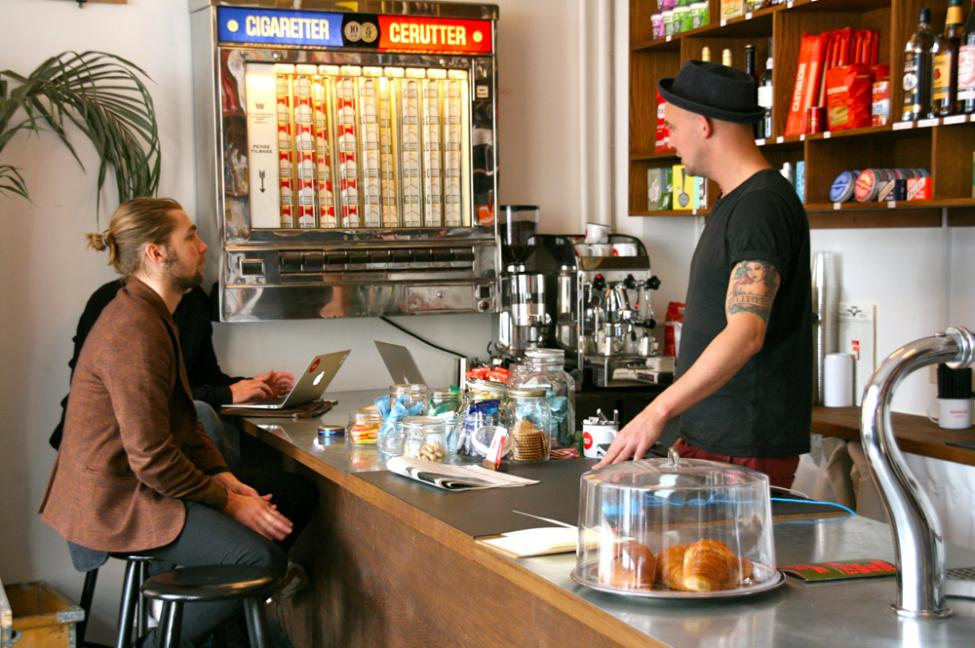 depanneur bar cafe kiosk