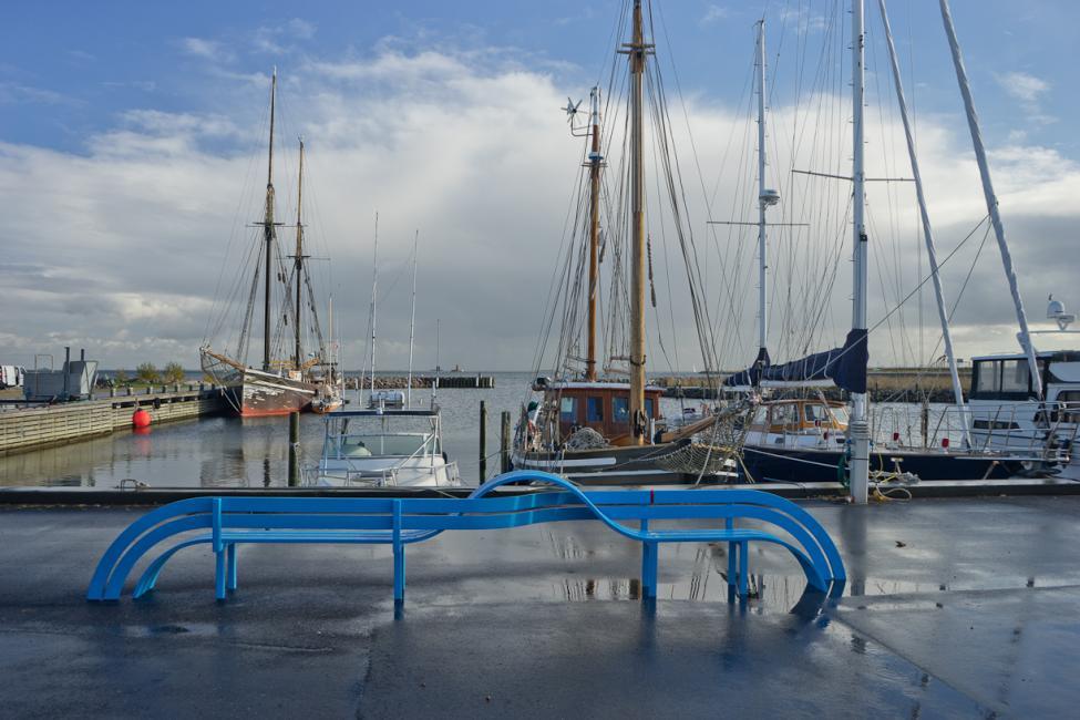 kastrup havn blue modified social bench