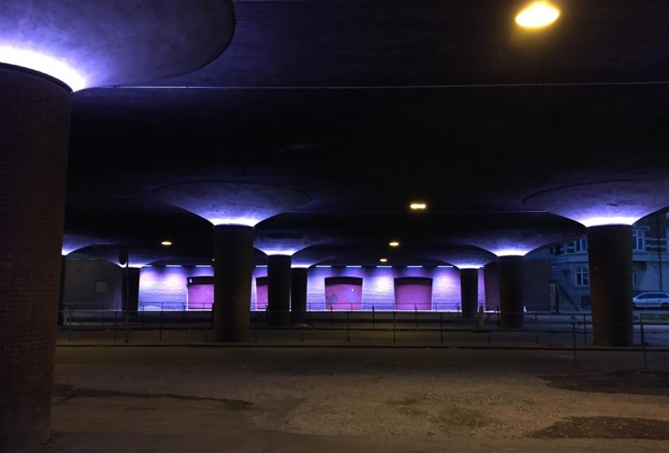 langebro lyskunst blåt