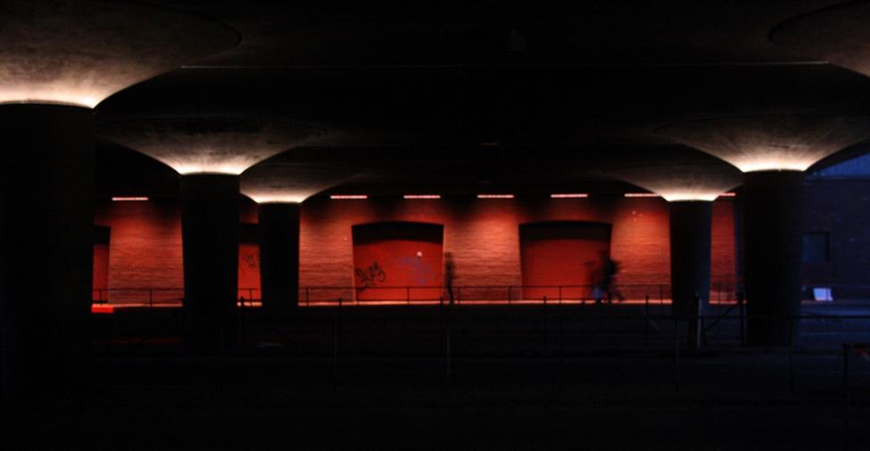langebro lyskunst rødt