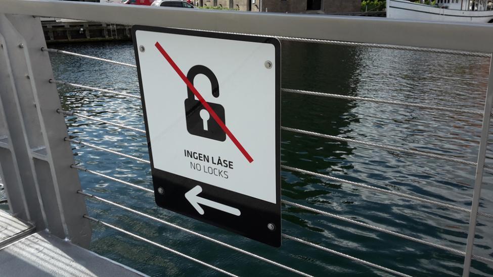 trangravsbroen forbudsskilt hængelåse