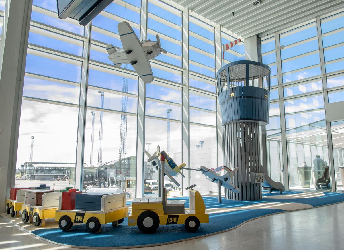 Bornenes Egen Lille Lufthavn Midt I Den Store Lufthavn